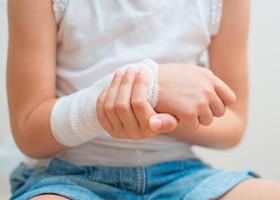 Особенности фурункула, образовавшегося на руке, и как его лечить