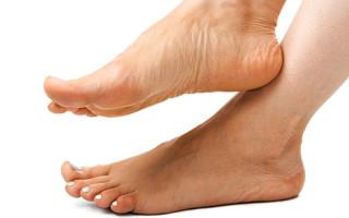 Причины появления папилломы на ноге, симптомы и методы лечения