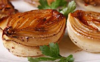 Польза печеного лука для вытягивания гноя: как применять