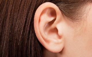 Липома с локализацией за ухом: способы лечения и удаления