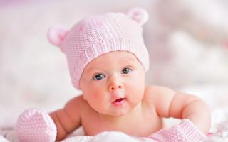 Почему у новорожденных на носу появляются белые точки