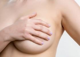 Что делать, если на груди появились папилломы: диагностика и методы устранения