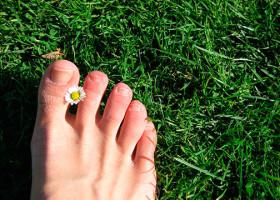 Обзор методов лечения и удаления бородавок на пальце ноги