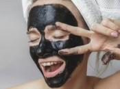 Активированный уголь и желатин в борьбе с черными точками: рецепты масок