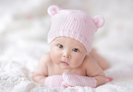 ребенок в шапочке