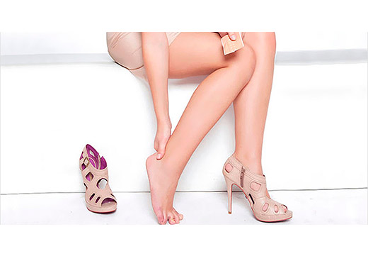 Болят ноги у женщины