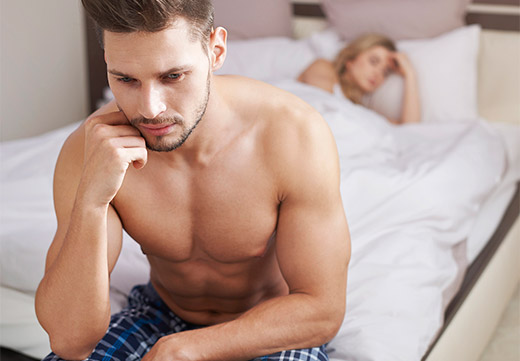 Мужчина переживает по причине папилломы