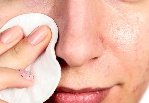 протирать нос ватным диском