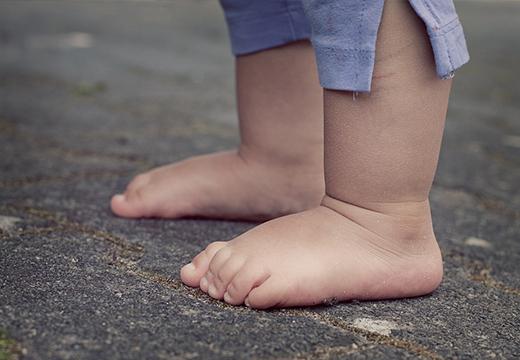 Босые ножки