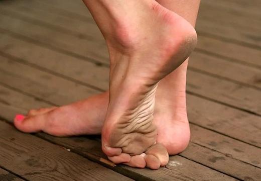 грязные ноги